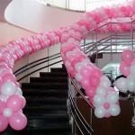 лестница украшена шарами