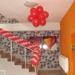 оформление лестницы шарами