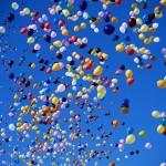 запуск в небо воздушных шаров